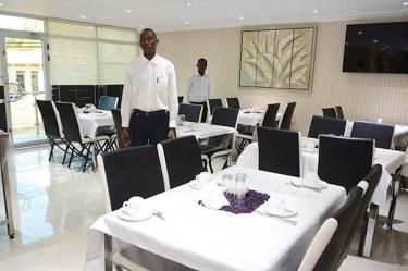 Restaurant hotel paraiso nampula